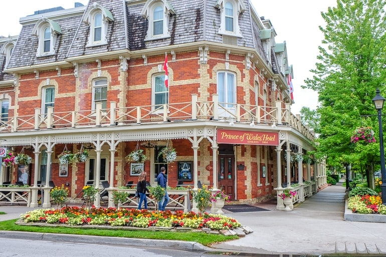 historic hotel on street corner niagara on the lake