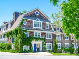 wooden hotel and inn with white windows and blue door niagara on the lake accommodations