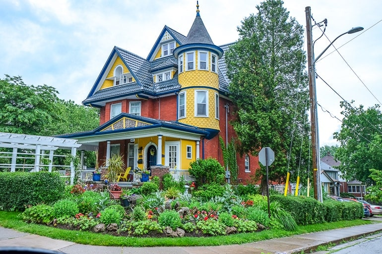 colourful old house on street corner with green gardens bed and breakfast niagara falls