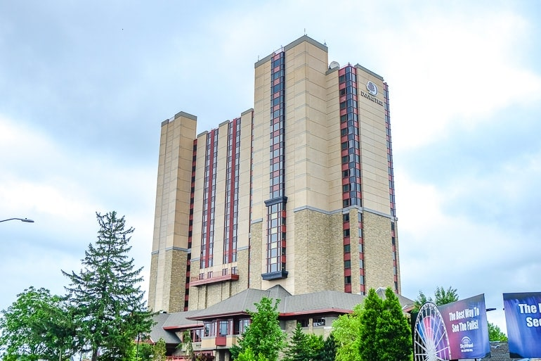 tall tan hotel with trees at the base where to stay niagara falls accommodations double tree