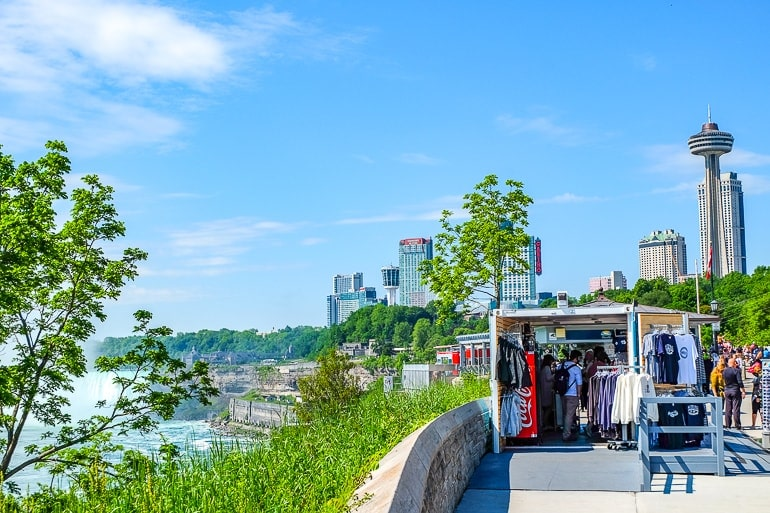 souvenir shop in front of hotels overlooking niagara river