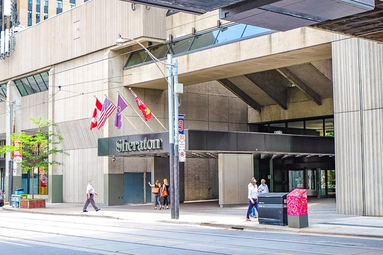 Where To Stay In Toronto: Helpful Accommodation +