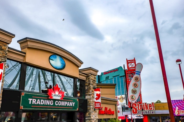 colourful shop fronts in niagara falls canada