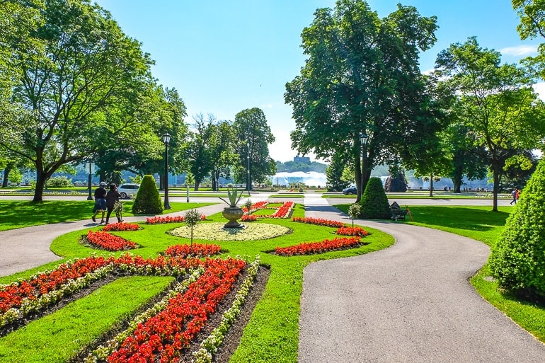 colourful red flowers in gardens pointing to niagara falls