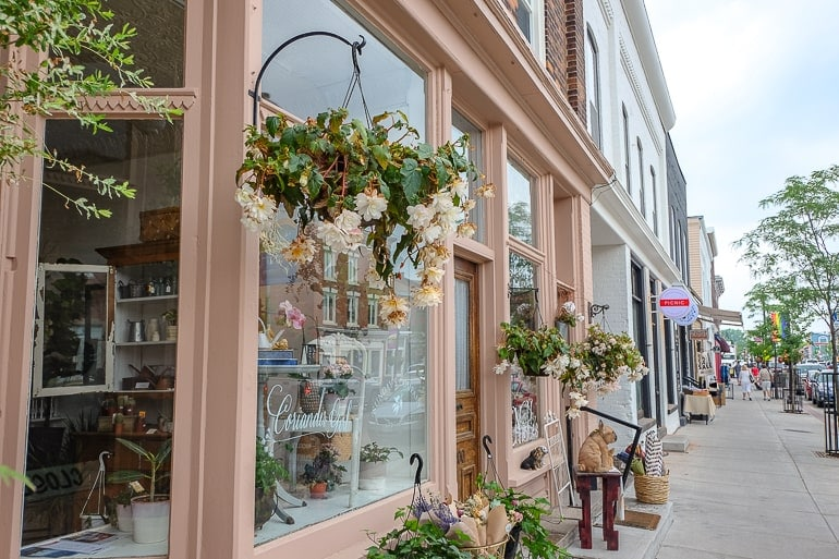 boutique shops along sidewalk in picton ontario where to stay prince edward county