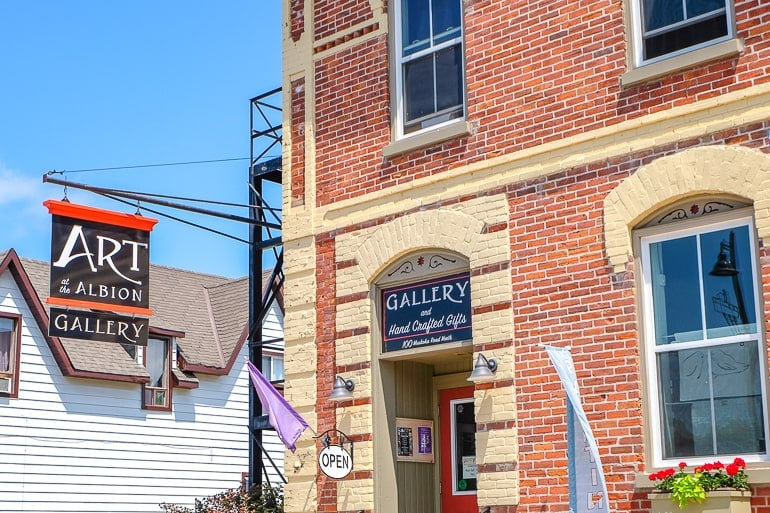 brick building corner with art gallery hanging sign in gravenhurst
