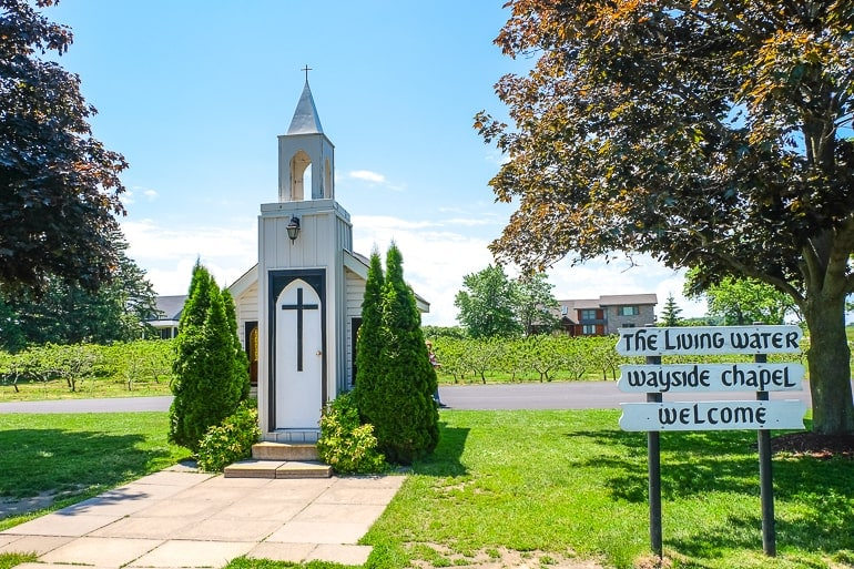 small white chapel with vineyards behind in niagara on the lake