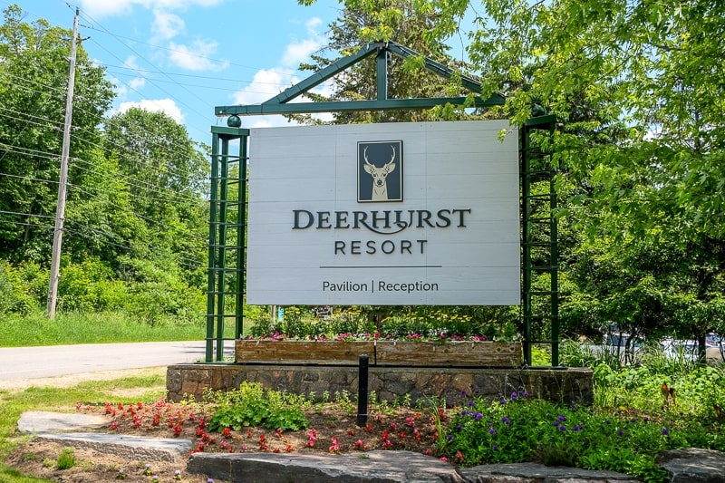 large wooden sign outside deerhurst resort huntsville ontario