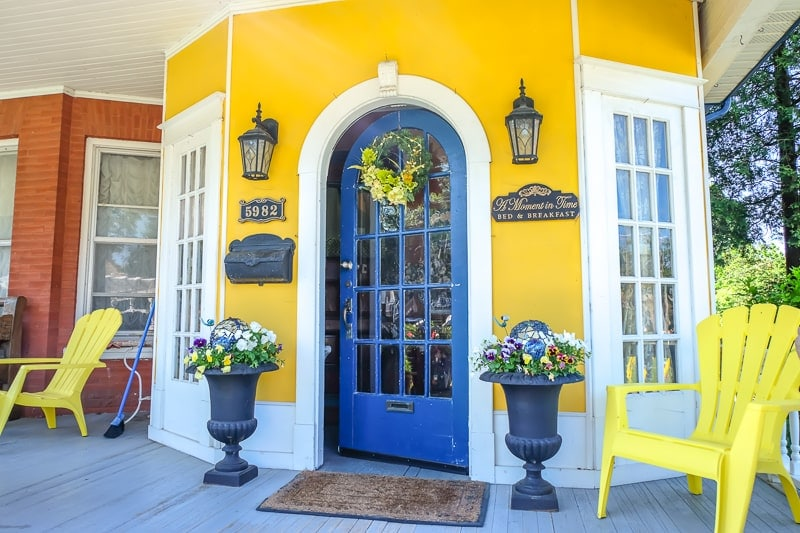 blue door to old yellow bed and breakfast in niagara falls