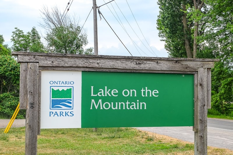 green wooden sign to ontario park beside road