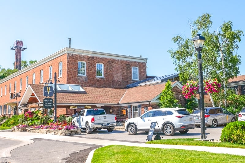red brick inn with cars parked in front on weekend getaway in ontario