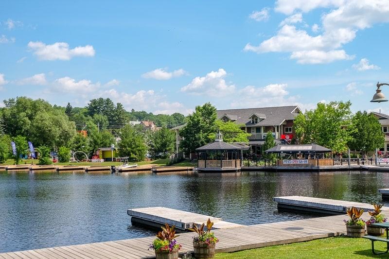waterfront restaurant in huntsville ontario across river with docks in front
